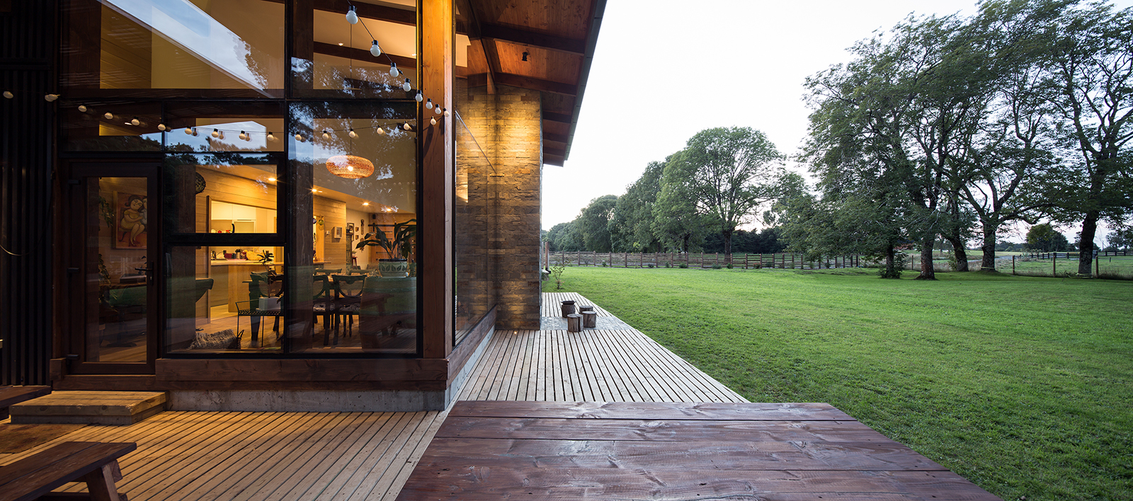 Foto de amplios ventanales de Casa Sedu